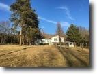Countrty home on 3 acres in Hart County