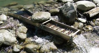 Portable creek powered sluice box