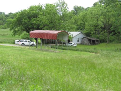 land home barns ponds creeks property gainesboro tennessee
