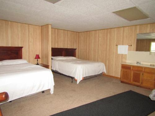 hidden secret lodge on dale hollow lake investment property celina tennessee